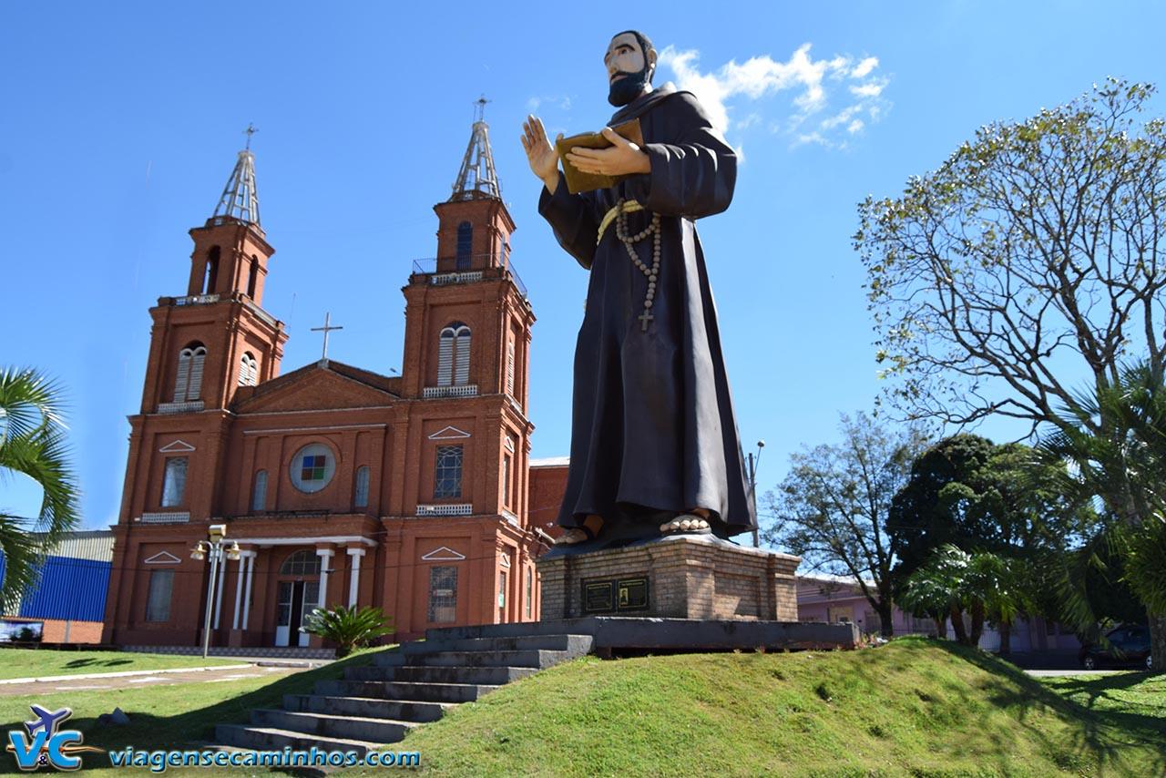 Monumento Frei Teófilo e Igreja de Machadinho