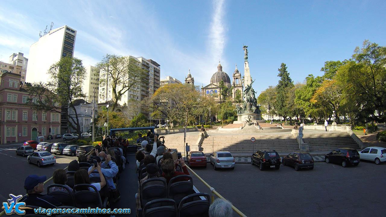 A bordo da Linha Turismo passando pela Praça da Matriz