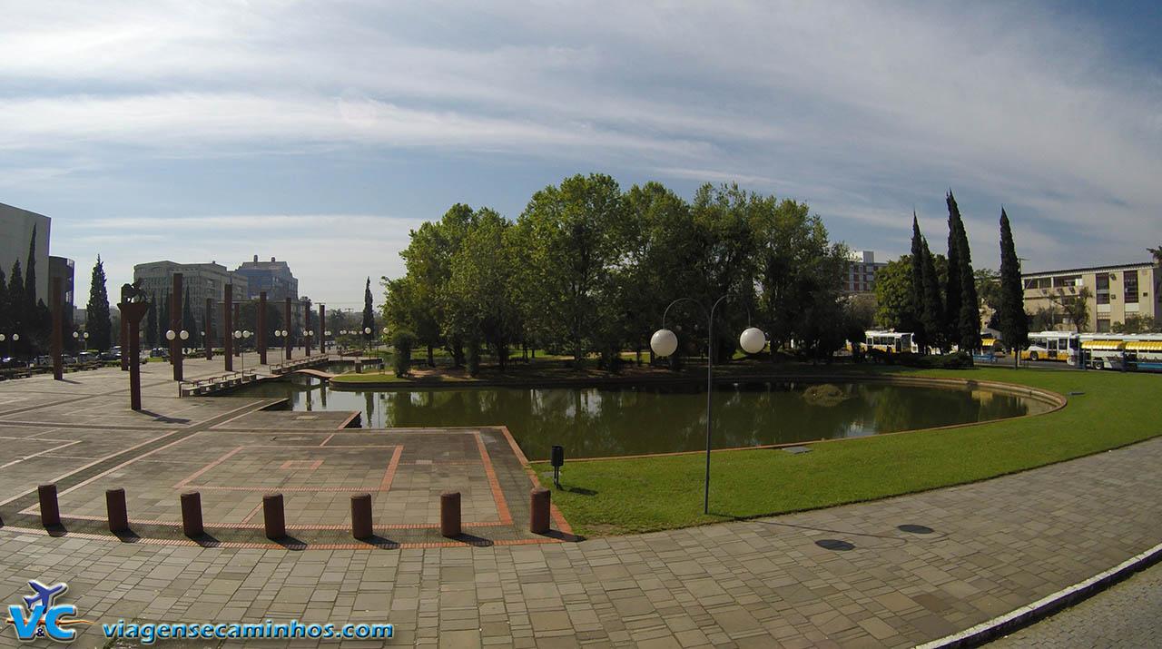 Praça Itália, ao lado do Shopping Praia de Belas
