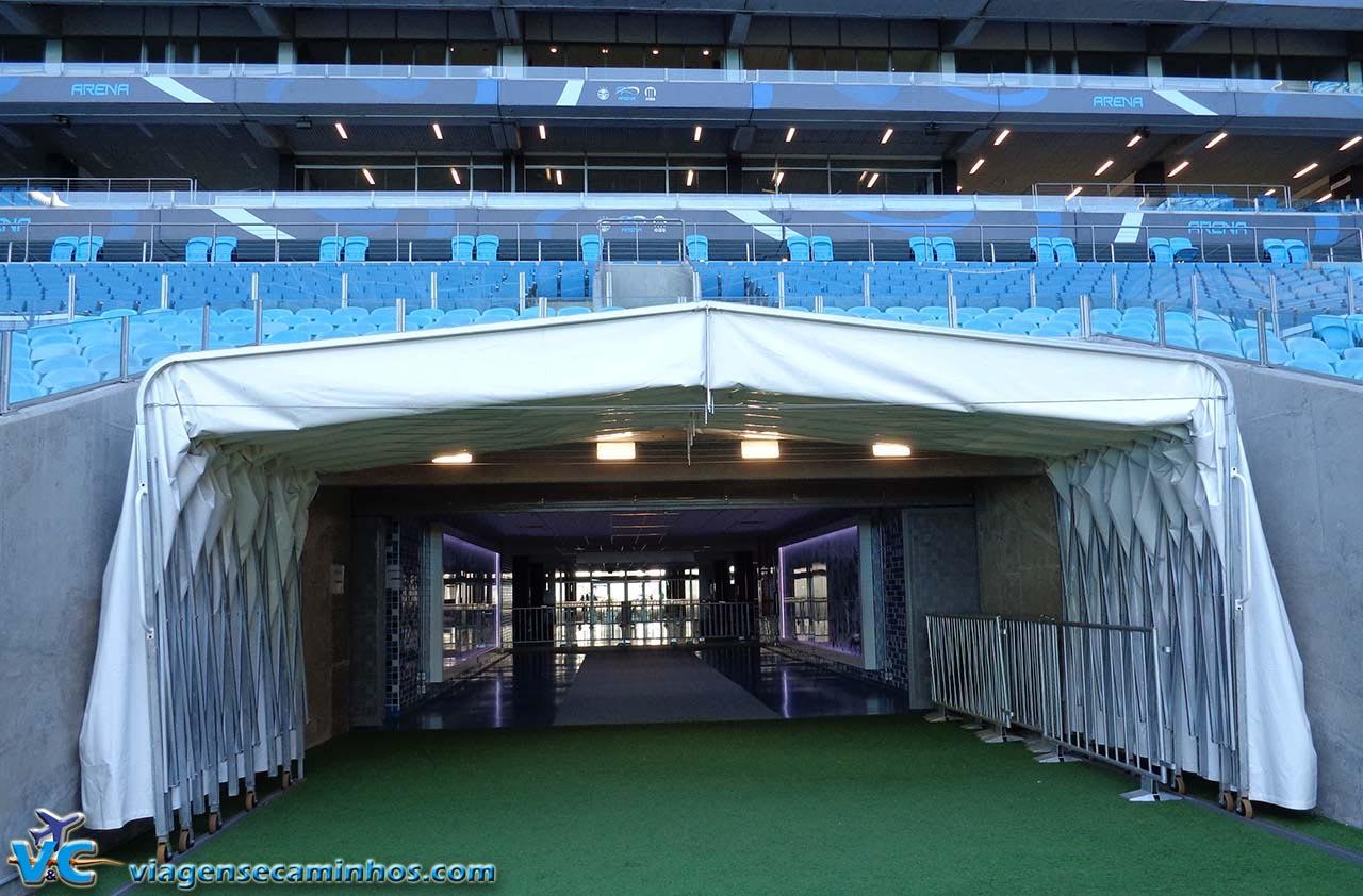 Túnel de entrada ao campo