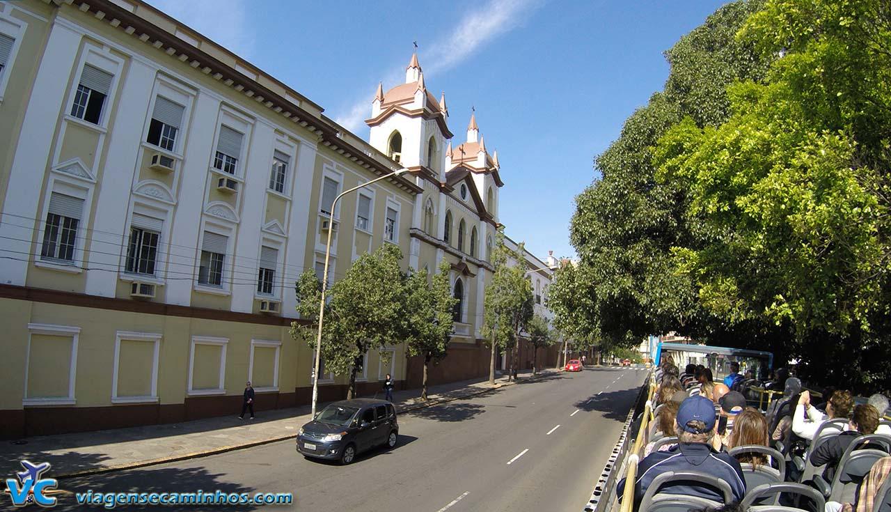 Linha Turismo passando pelo Centro histórico de Porto Alegre