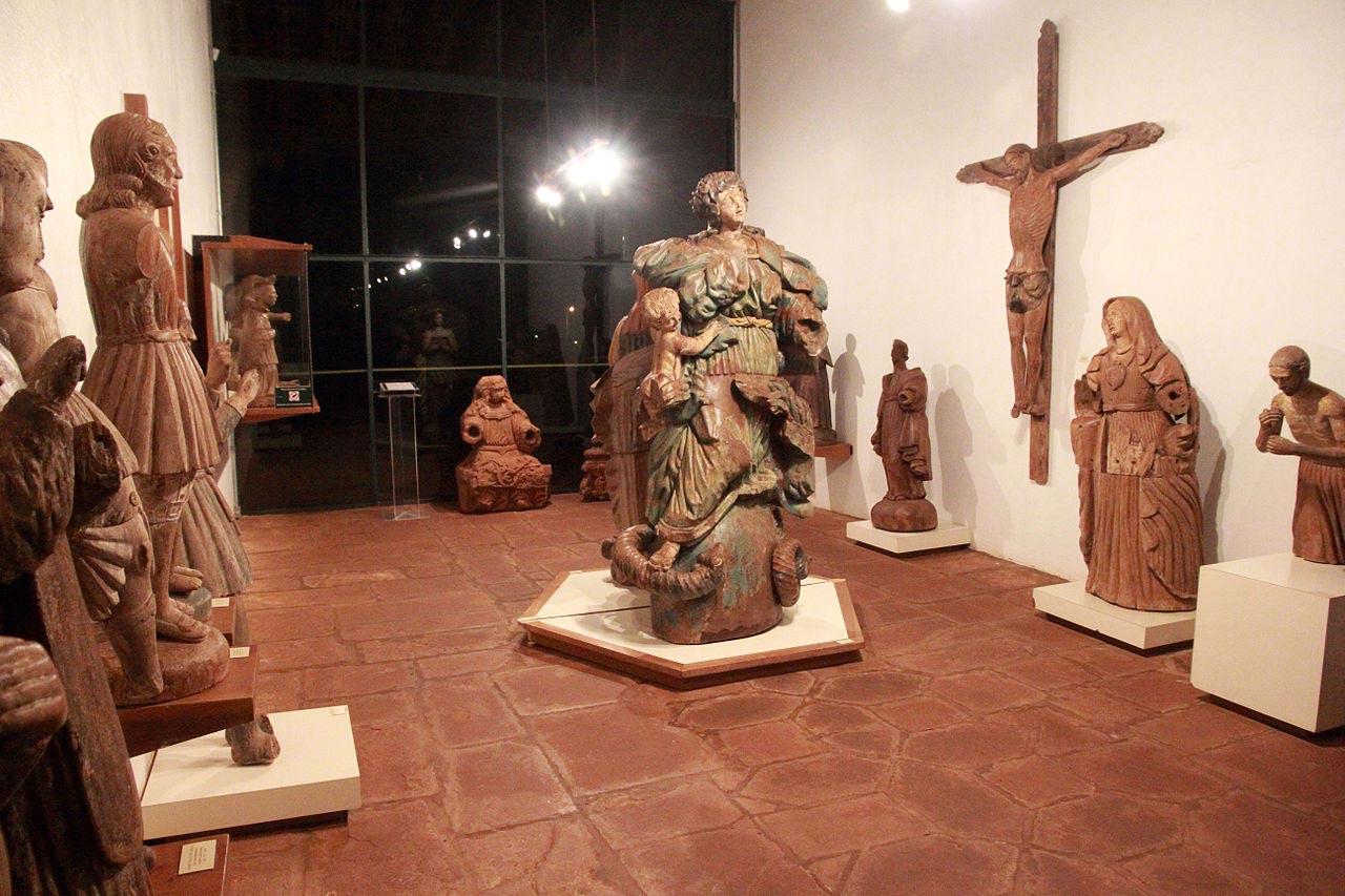 Esculturas de santos, no Museu das Missões