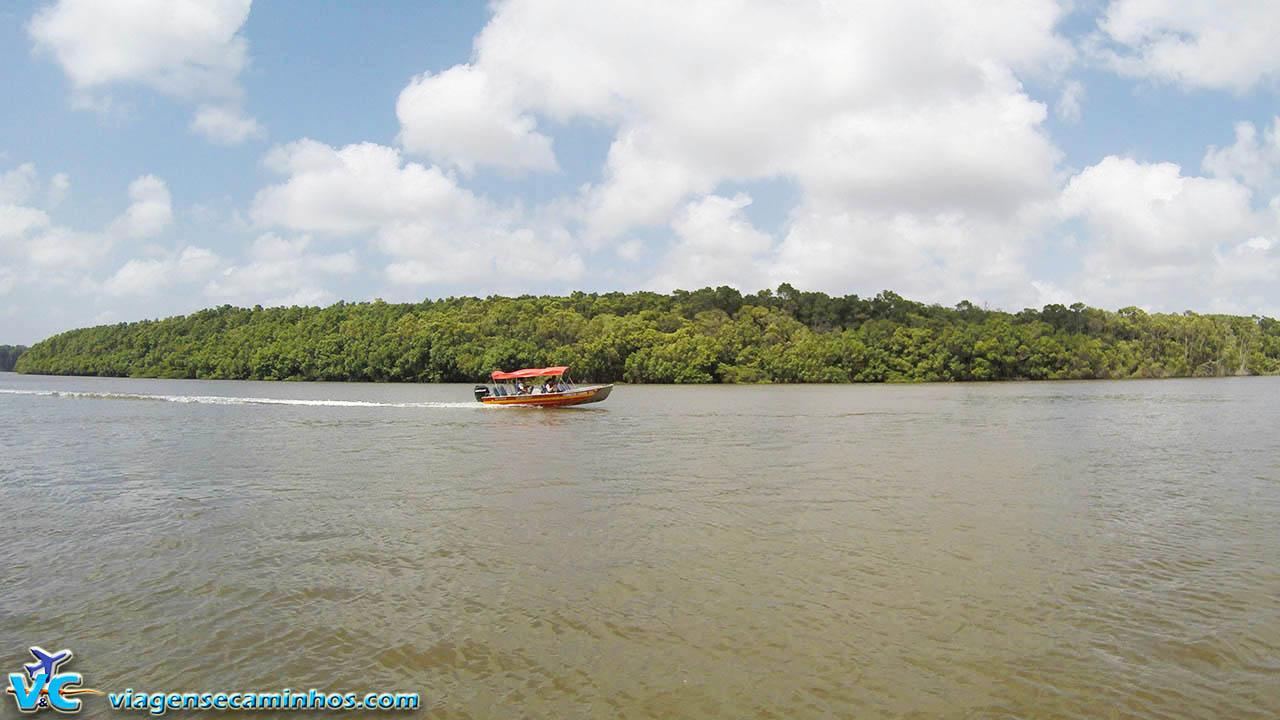 Lancha voadeira no rio Preguiças