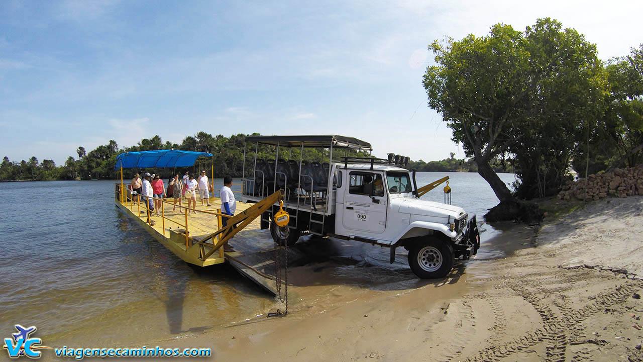 Travessia de balsa no Rio Preguiças