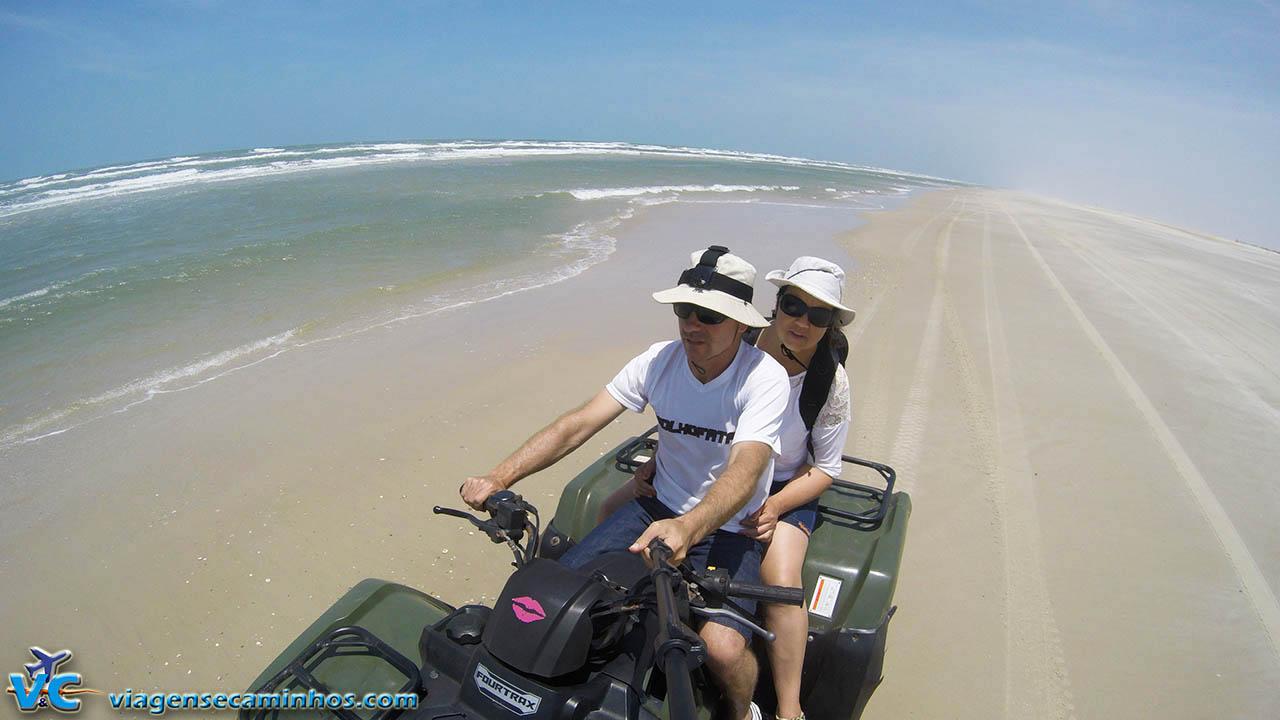 Trecho a beira mar da excursão de quadriciclo