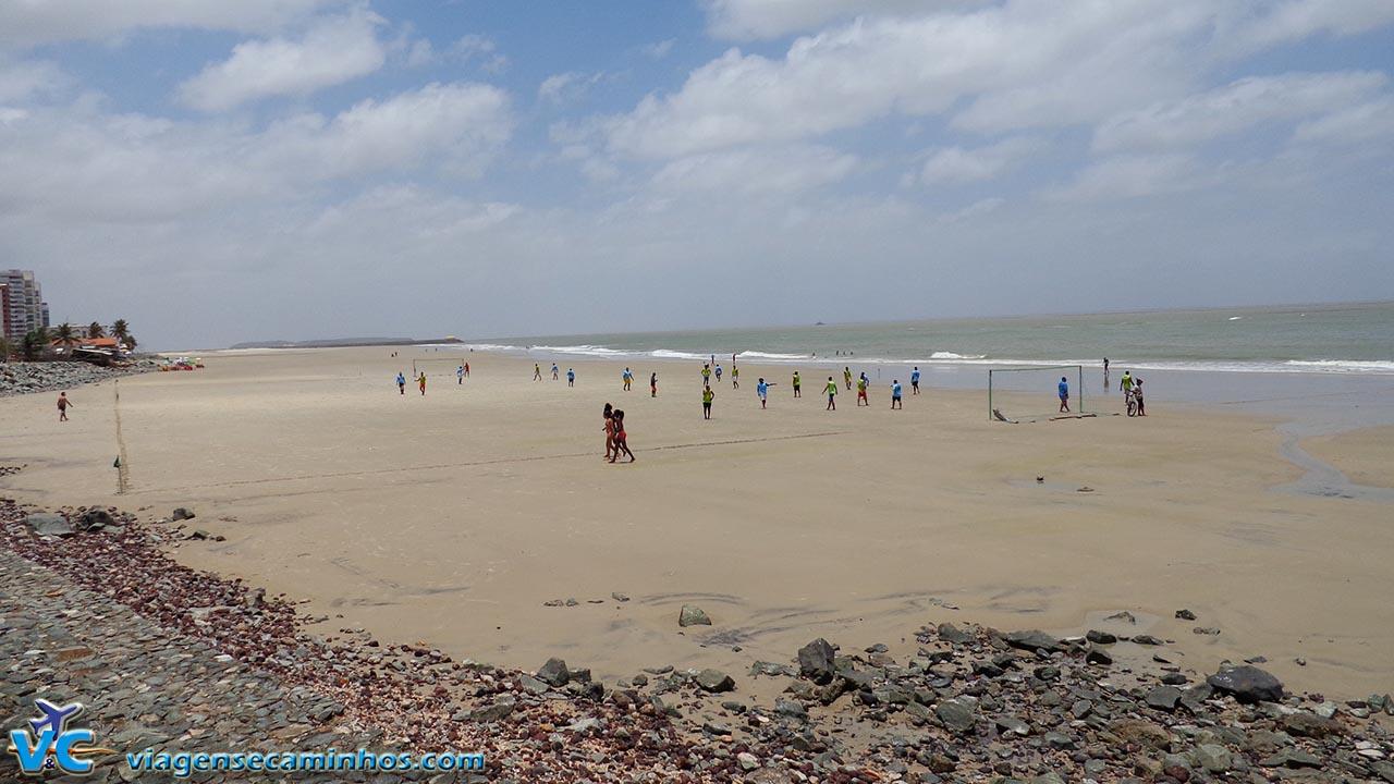 São Luís - futebol na Ponta D'Areia na maré baixa