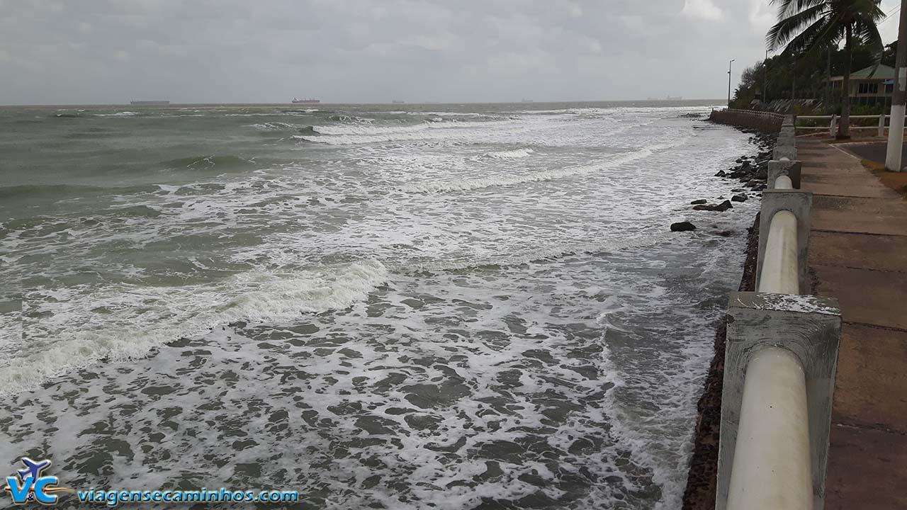 São Luís - Praia da ponta D'Areia na maré alta