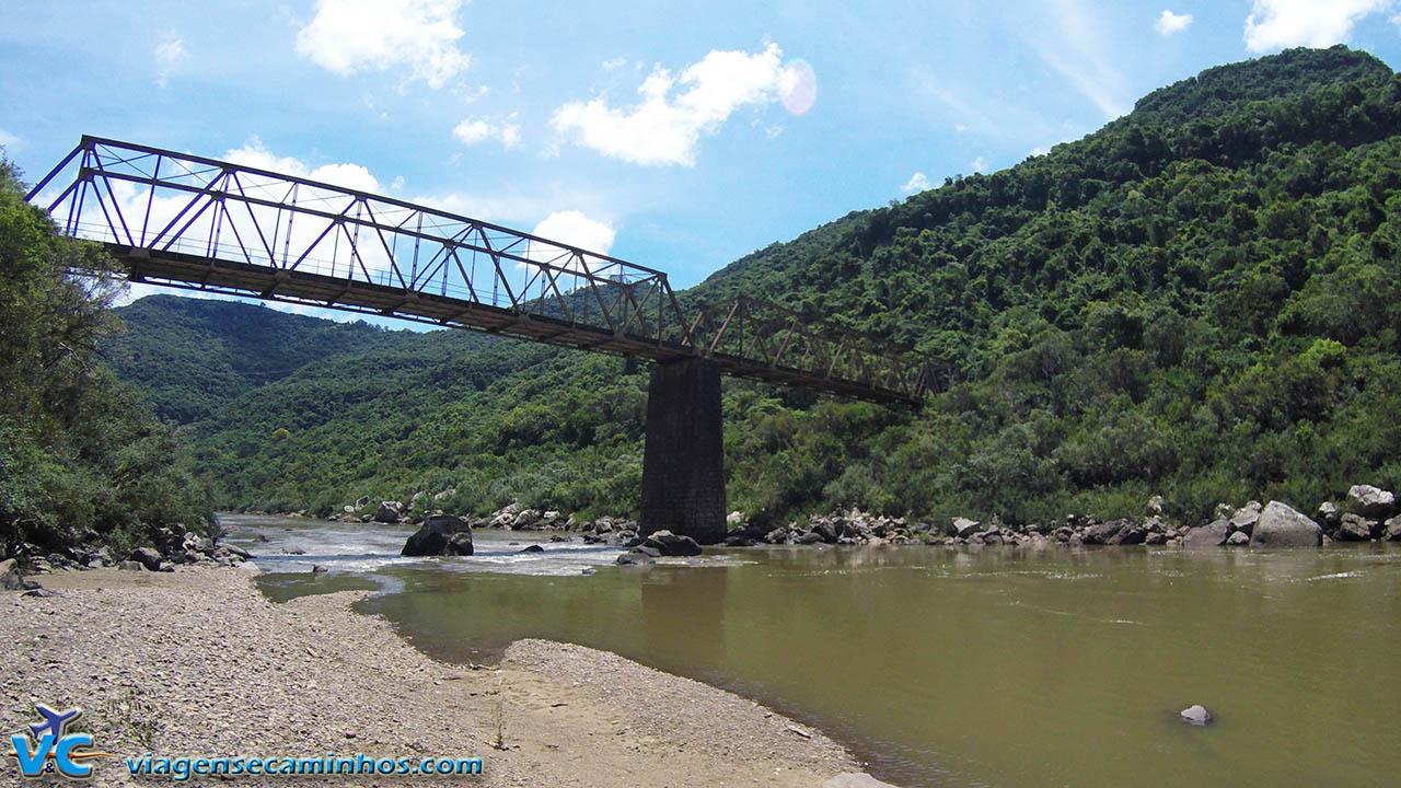 Ponte de Ferro do Rio das Antas - Nova Roma do Sul