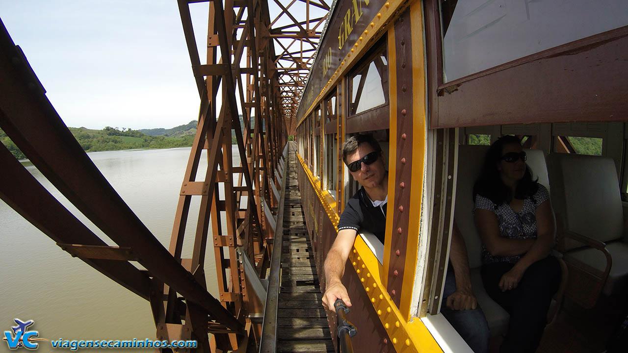 Trem das Termas na Ponte Rodoferroviária do Rio Uruguai - Marcelino Ramos