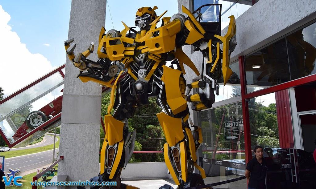 Transformers na portaria do Super Carros