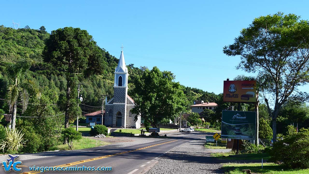 Igreja do interior, na região das Hortênsias